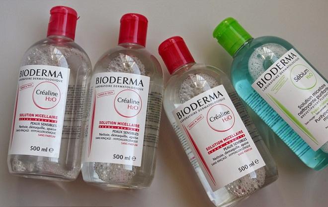 Мицеллярная вода эффективно очищает поры от кожного сала, нормализует его состав и количество.