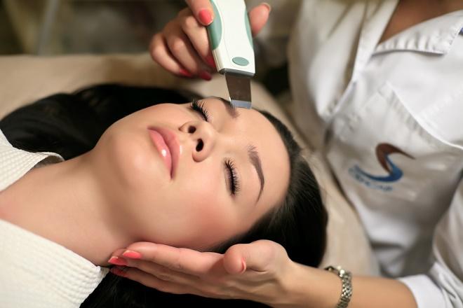 Виды чистки лица у косметолога различаются по способу устранения загрязнений