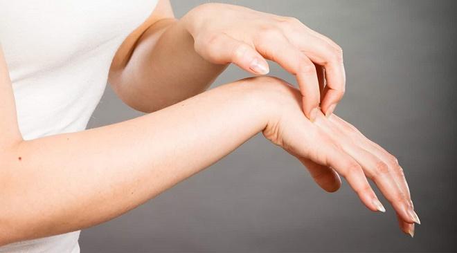 Нужно обращать внимание на встречные симптомы: чрезмерное покраснение, зуд,, боль, воспаление
