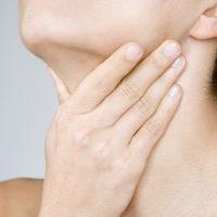 Прыщи на грудине у женщин и мужчин: причины появления сыпи на грудной клетке, лечение и профилактика