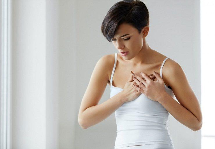 Сразу после месячных начала болеть грудь