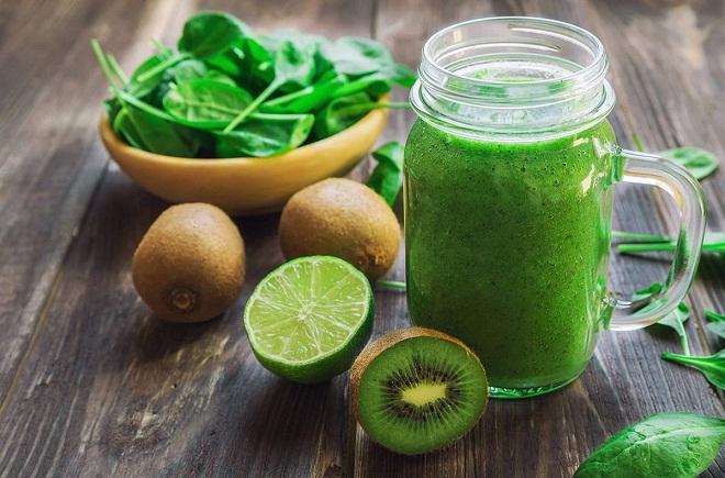 Для детокс коктейлей лучше использовать зеленые овощи и фрукты