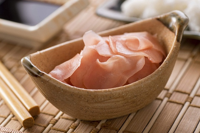 Маринованный имбирь полезен и используется в японкой кухне