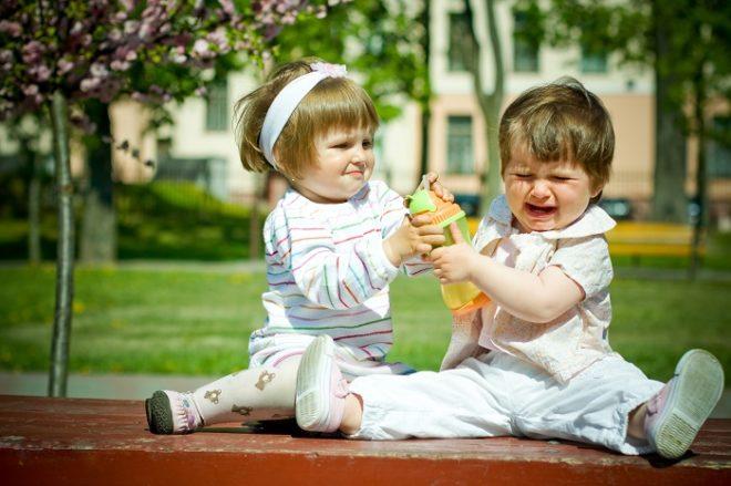 Обязательно нужно научить дите делиться