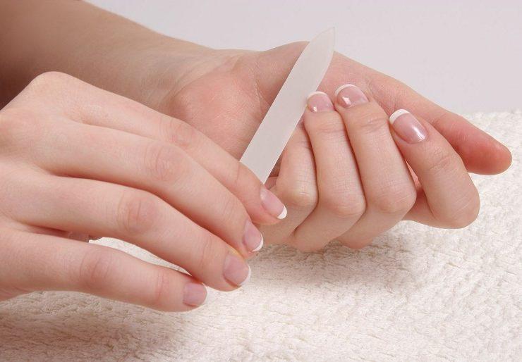 Почему слоятся и ломаются ногти на руках?