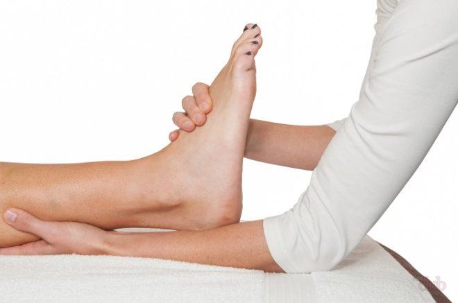 В качестве терапии часто назначают массаж