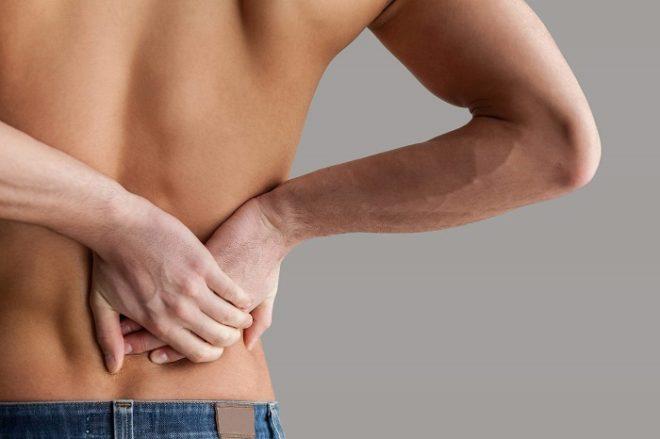 Защемление нерва в спине тоже может отдавать в правый бок спереди