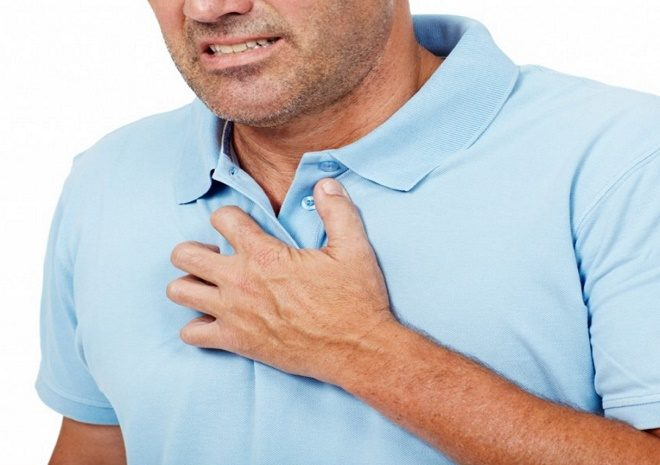 Дискомфорт в пищеводе вызывает попавший в него желудочный сок