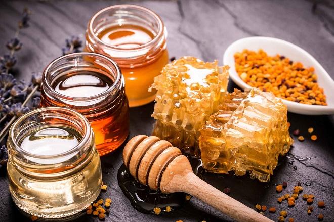 Можно ли пить мед когда болит горло thumbnail