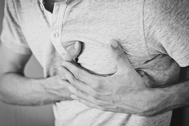Боли в левом подреберье могут быть вызваны множеством причин