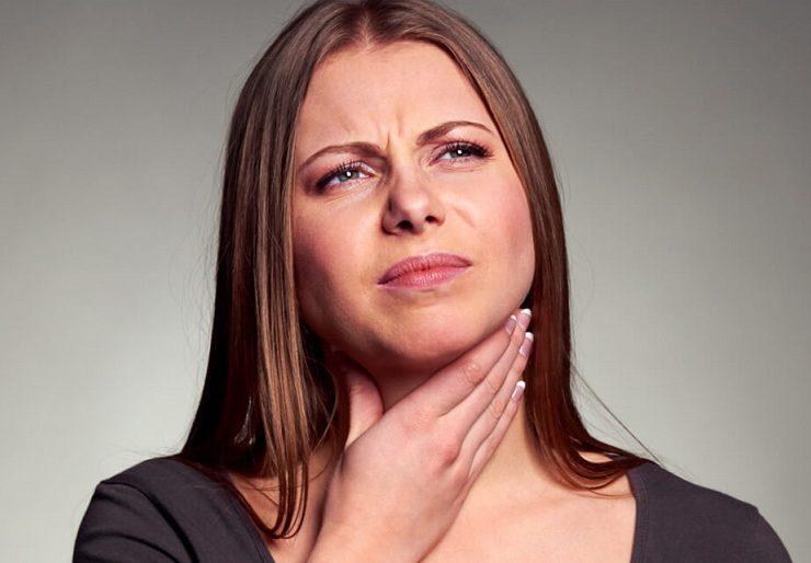 Почему появляется комок в горле и слизь?