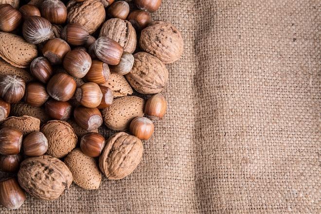Из всех ореховых лещина наиболее богатая составом