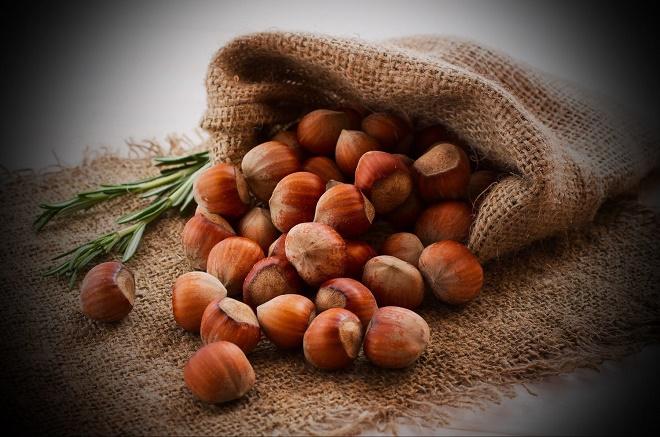 Лучше покупать неочищенный лесной орех