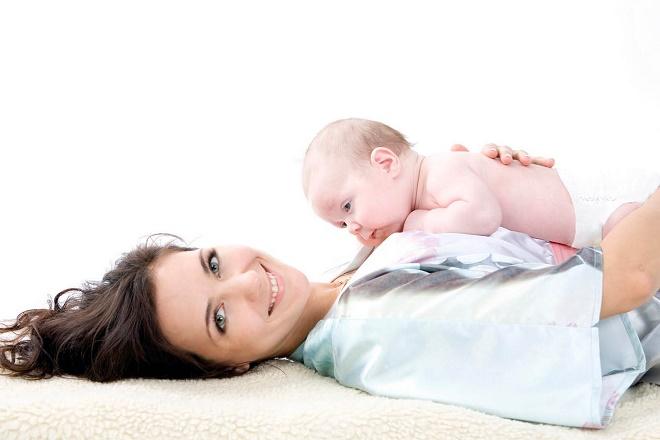Больше с алопецией после родов сталкиваются именно кормящие мамы