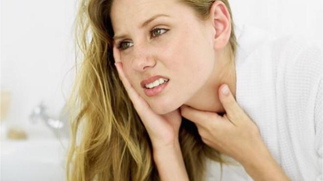 Боль в горле является первымпризнаком начинающейся простуды