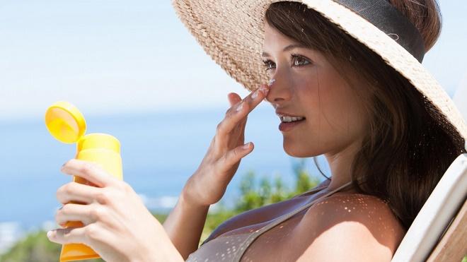 Не стоит забывать об использовании солнцезащитной косметики