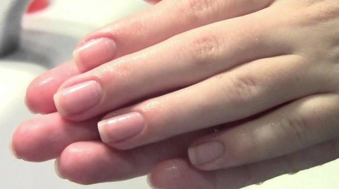 Осветлить руки можно в домашних условиях с помощью масок
