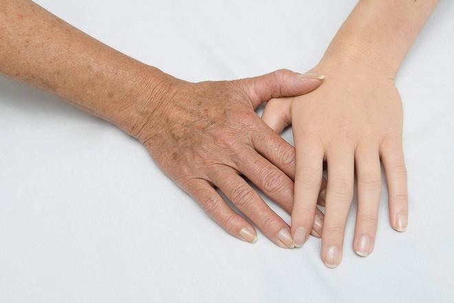 Отбеливают кожу в случае профессиональной необходимости и просто для омоложения