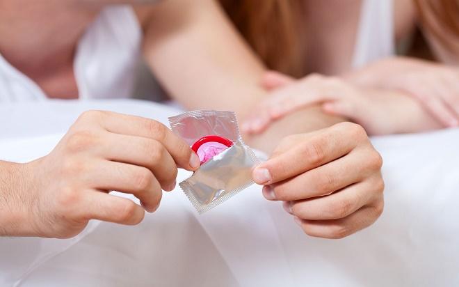 При гонорее обязательным является контрацепция с помощью презервативов