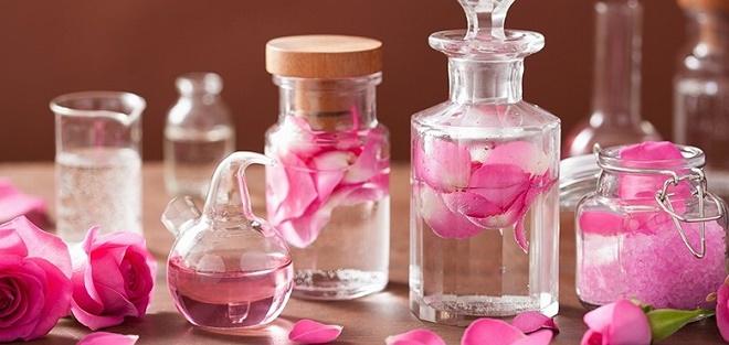 Розовая вода подходит любому типу дермы
