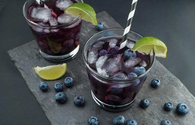 Свежевыжатые соки и смузи - множество витаминов и минералов