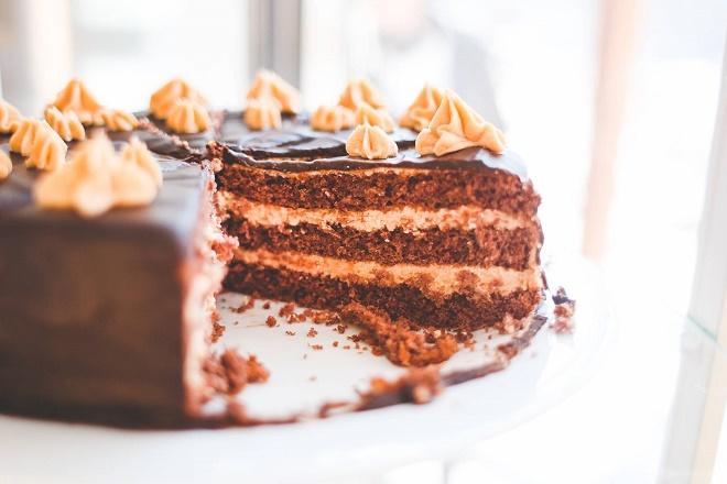 Употребление тортов, пирожных и т.д. может спровоцировать онкологию