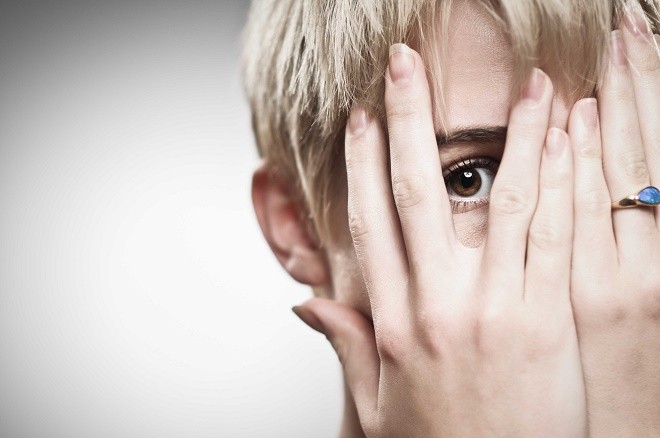 Человек может ощущать страх и панические атаки без весомых причин