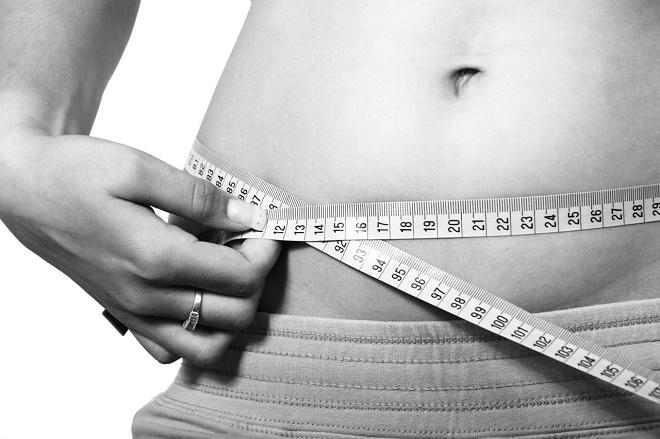 Чтобы убрать лишние сантиметры на талии, нужно придерживаться здорового образа жизни