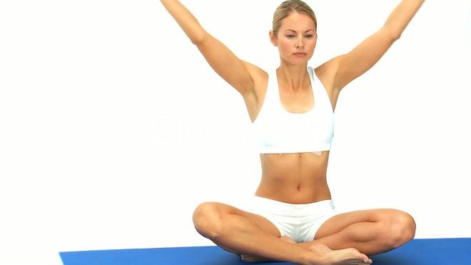 Выполнять упражнения необходимо на свежем воздухе