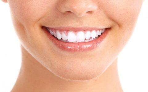 Чем можно отбелить зубы в домашних условиях?