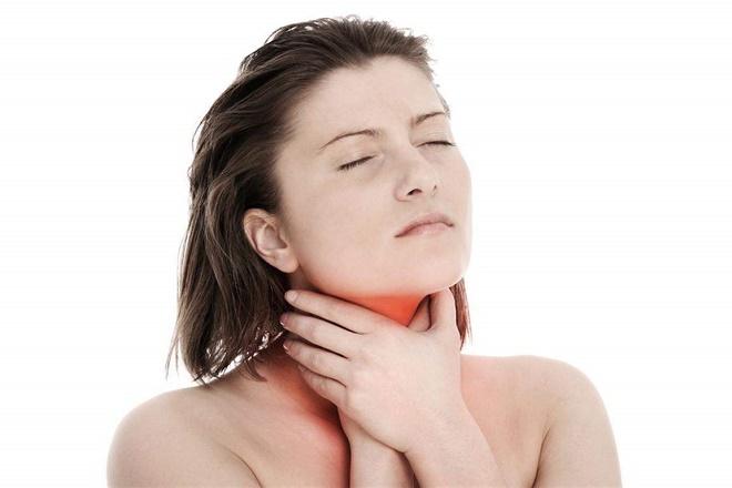 Для устранения боли, можно использовать местные обезболивающие спреи
