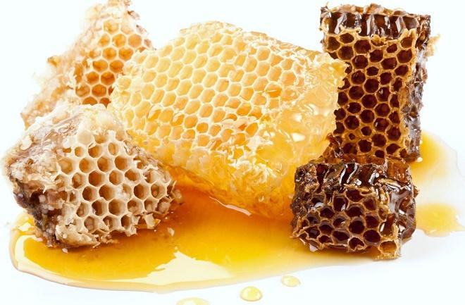 Ешьте побольше меда, можно просто даже жевать соты, чтобы смягчить слизистую