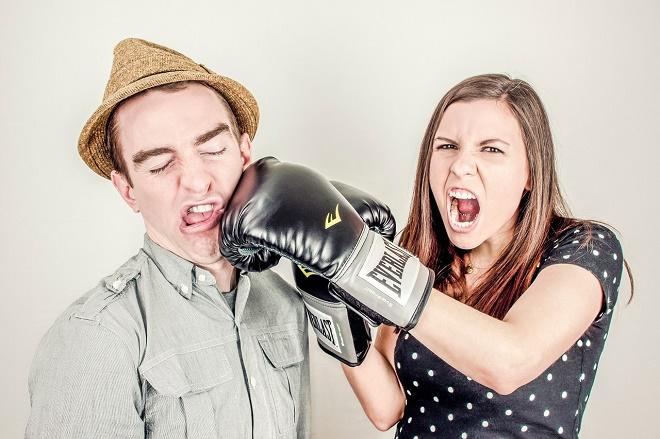 Если агрессия приносит сильный дискомфорт, необходимо обратиться за помощью к врачу