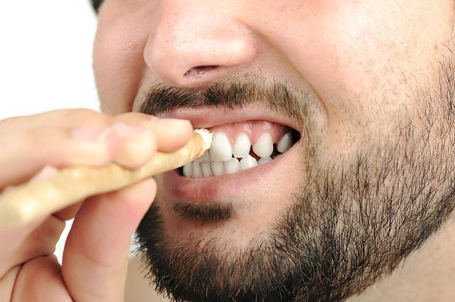 Мисвак - одно из самых эффективных и безопасных средств для отбеливания зубов в домашних условиях