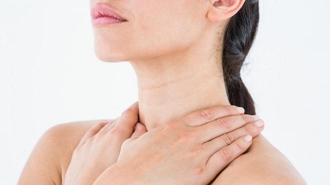 Можно делать компрессы в качестве вспомогательной терапии на область шеи