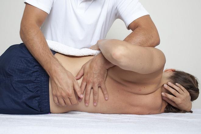 Можно делать массаж при ишиасе, но только при отсутствии противопоказаний