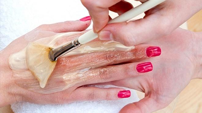 Отличным эффектом при шелушении обладают маски и ванночки для рук
