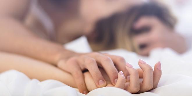 Попробуйте новые позы или более экстремальные места для интимной близости
