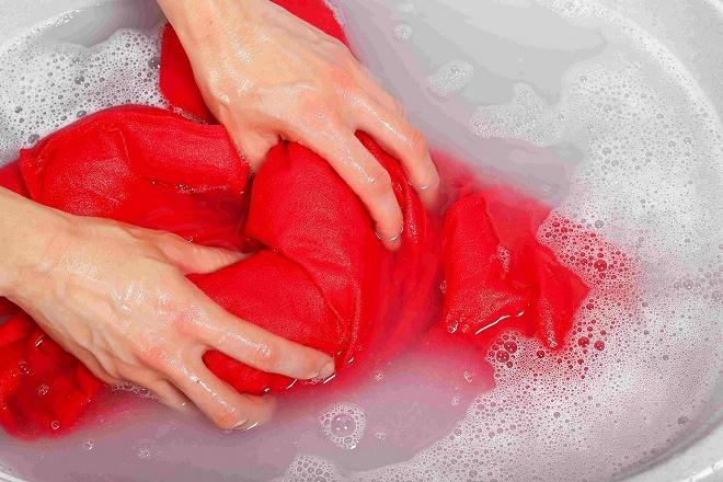 В большинстве случаев кожа рук страдает от внешних воздействий и контакта с моющими средствами