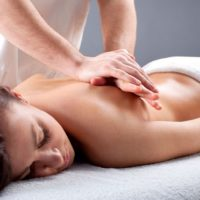 Как сделать женщине эротический массаж – как завести женщину в постели?