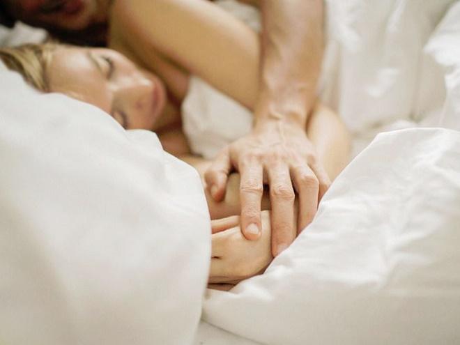 После секса дайте возможность мужчине отдохнуть и поспать