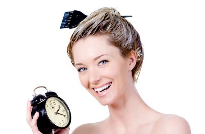 Выдержите краску на волосах определенное время
