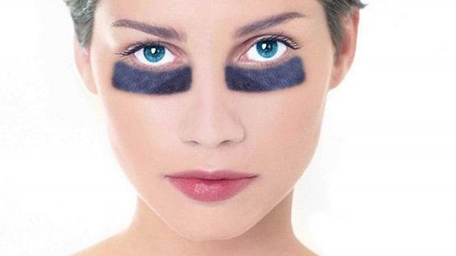 Отечность и синяки под глазами можно уменьшить правильным макияжем