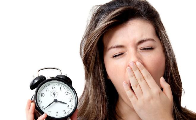 Банальный недосып и упадок сил тоже влечет за собой желание поспать