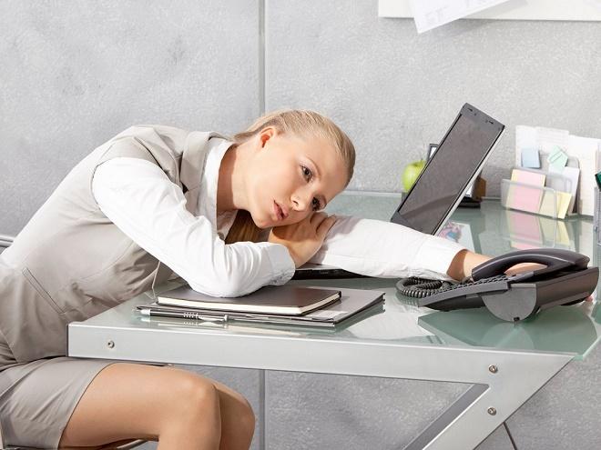 Пересмотрите образ жизни, сон должен быть не менее 8 часов в сутки