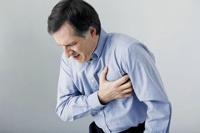 Сильная и резкая боль может быть симптомом инфаркта миокарда